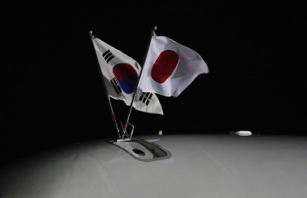 South Korean (L) and Japanese national flags fly on an airplane carrying Japanese Prime Minister Yoshihiko Noda upon his arrival at a military airport in Seongnam
