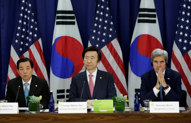 U.S. Secretary of State John Kerry (R) holds a 2+2 ministerial meeting with South Korea's Minister of Foreign Affairs Yun Byung-se and Minister of National Defense Han Min-koo (L) at the State Department in Washington, U.S. October 19, 2016. REUTERS/Yuri Gripas  - RTX2PK2N