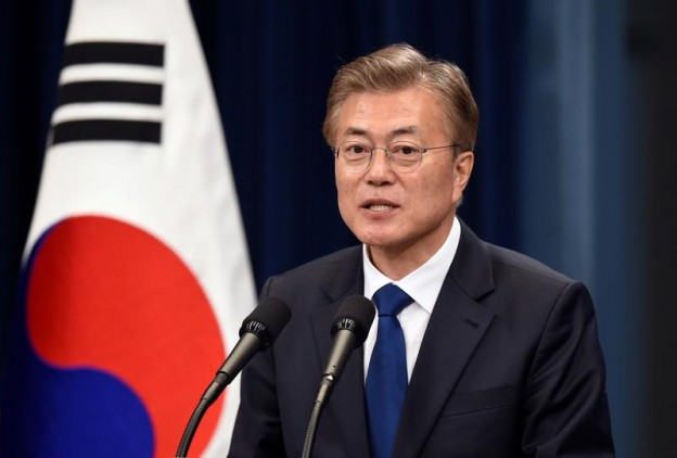 South Korea's new President Moon Jae-In speaks during a press conference at the presidential Blue House in Seoul on May 10, 2017. REUTERS/Jung Yeon-Je/Pool - RTS15XZ7