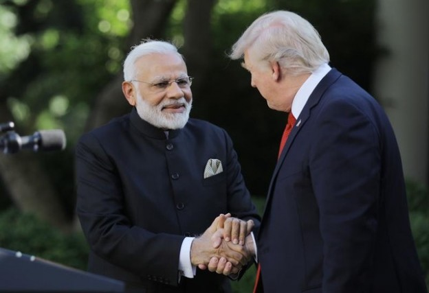 U.S. President Donald Trump (R) greets Indian Prime Minister Narendra Modi during their joint news conference in the Rose Garden of the White House in Washington, U.S., June 26, 2017. REUTERS/Carlos Barria - RTS18QVF