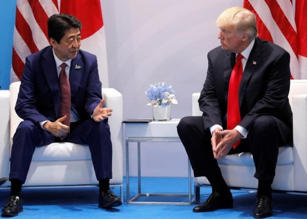 Japanese Prime Minister Shinzo Abe talks with U.S. President Donald Trump during the bilateral meeting at the G20 leaders summit in Hamburg, Germany July 8, 2017. REUTERS/Carlos Barria - RTX3AMJZ