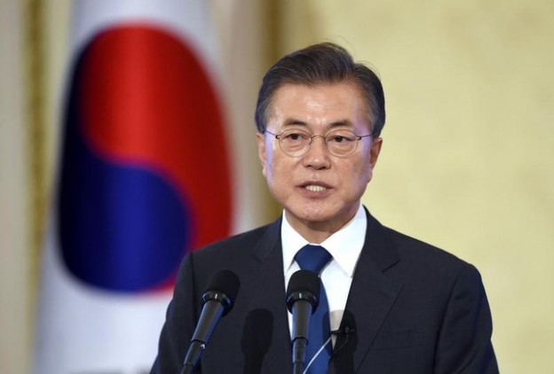 South Korean President Moon Jae-In speaks during a press conference marking his first 100 days in office at the presidential house in Seoul on August 17, 2017. REUTERS/JUNG Yeon-Je/Pool - RC122EF00360