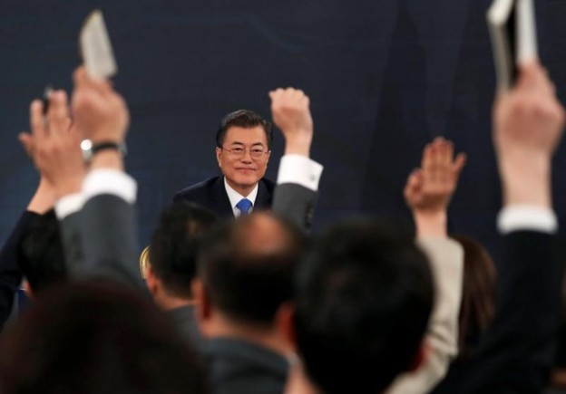 South Korean President Moon Jae-in attends his New Year news conference at the Presidential Blue House in Seoul, South Korea, January 10, 2018.  REUTERS/Kim Hong-Ji - RC12D9F30FE0