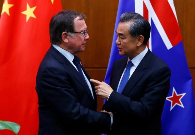 Chinese Foreign Minister Wang Yi (R) and New Zealand's Foreign Minister Murray McCully attend a news conference after talks in Beijing, China, October 18, 2016.  REUTERS/Thomas Peter - D1BEUHQAETAA