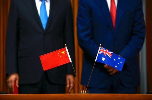 Australia's Prime Minister Malcolm Turnbull (R) stands with Chinese Premier Li Keqiang during an official signing ceremony at Parliament House in Canberra, Australia, March 24, 2017.      REUTERS/David Gray      TPX IMAGES OF THE DAY - RC19824BAC80