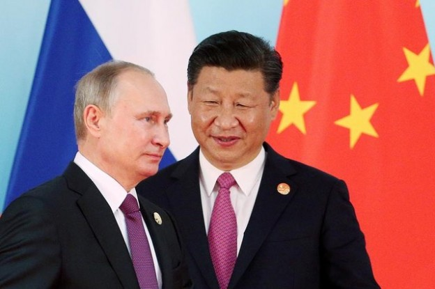 Chinese President Xi Jinping (R) stands next to Russian President Vladimir Putin as he arrives for a group photo  during the BRICS Summit at the Xiamen International Conference and Exhibition Center in Xiamen, southeastern China's Fujian Province, China September 4, 2017. REUTERS/Wu Hong/Pool     TPX IMAGES OF THE DAY - RC1D9F2A27F0