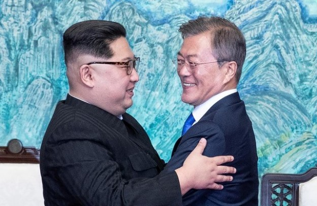 South Korean President Moon Jae-in and North Korean leader Kim Jong Un embrace at the truce village of Panmunjom inside the demilitarized zone separating the two Koreas, South Korea, April 27, 2018.   Korea Summit Press Pool/Pool via Reuters - RC128A3F5AC0
