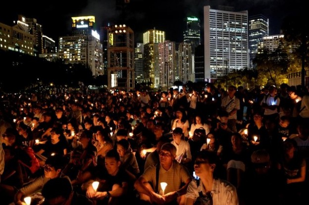 People take part in a candlelight vigil to mark the 29th anniversary of the crackdown of pro-democracy movement at Beijing's Tiananmen Square in 1989, at Victoria Park in Hong Kong, China June 4, 2018. REUTERS/Bobby Yip - RC1B53B40370