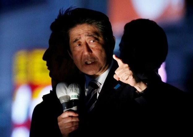 Japan's Prime Minister Shinzo Abe, leader of the Liberal Democratic Party, speaks at an election campaign rally in Tokyo, Japan October 18, 2017. REUTERS/Toru Hanai TPX IMAGES OF THE DAY - RC12A0D83EF0