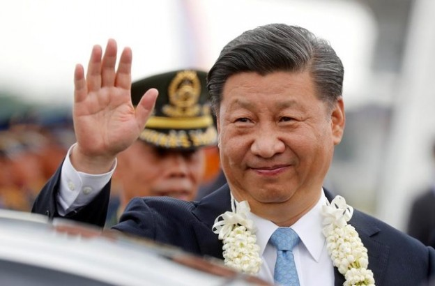 China's President Xi Jinping waves to the crowd upon his arrival at Ninoy Aquino International airport during a state visit in Manila, Philippines, November 20, 2018.  REUTERS/Erik De Castro     TPX IMAGES OF THE DAY - RC1DA0D15970