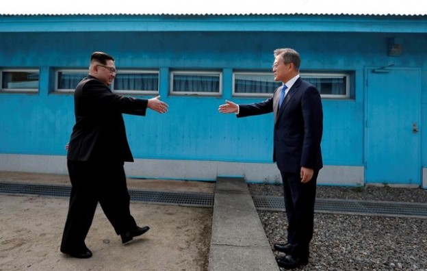 "South Korean President Moon Jae-in and North Korean leader Kim Jong Un shake hands at the truce village of Panmunjom inside the demilitarized zone separating the two Koreas, South Korea, April 27, 2018. Korea Summit Press Pool/Pool via Reuters     SEARCH ""POY GLOBAL"" FOR FOR THIS STORY. SEARCH ""REUTERS POY"" FOR ALL BEST OF 2018 PACKAGES. TPX IMAGES OF THE DAY. - RC198FAE9990"