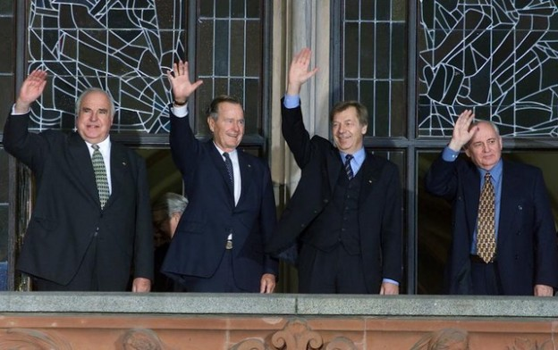 Former Soviet leader Mikhail Gorbachev (R), former U.S. President George Bush (2nd L), former German Chancellor Helmut Kohl (L) and Berlin Mayor Eberhard Diepgen wave from the balcony of Berlin's city hall November 8 before a ceremony marking the 10th anniversary of the fall of the Wall. Ten years after East Germans surged through the Berlin Wall into the welcoming arms of their western compatriots, Germany will, on Tuesday, celebrate the event that ended its Cold War division.  WR/CLH/JP - RP1DRILKYGAA