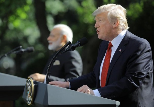 U.S. President Donald Trump (R) holds a joint news conference with Indian Prime Minister Narendra Modi in the Rose Garden of the White House in Washington, U.S., June 26, 2017. REUTERS/Carlos Barria - HP1ED6Q1OGX30
